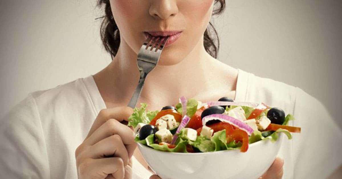 Photo of Doğum sonrası annelere günlük diyet önerileri