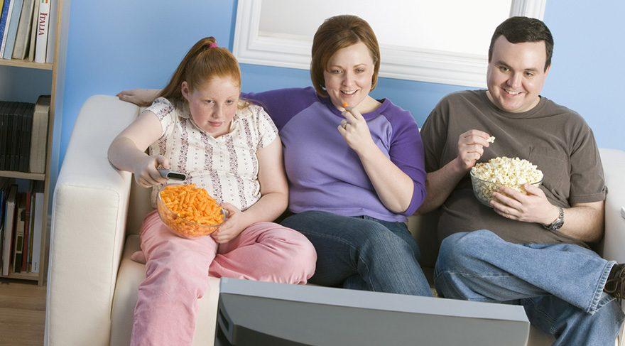 Photo of Anne babası aşırı kilolu olan çocuklarda obezite tehlikesi