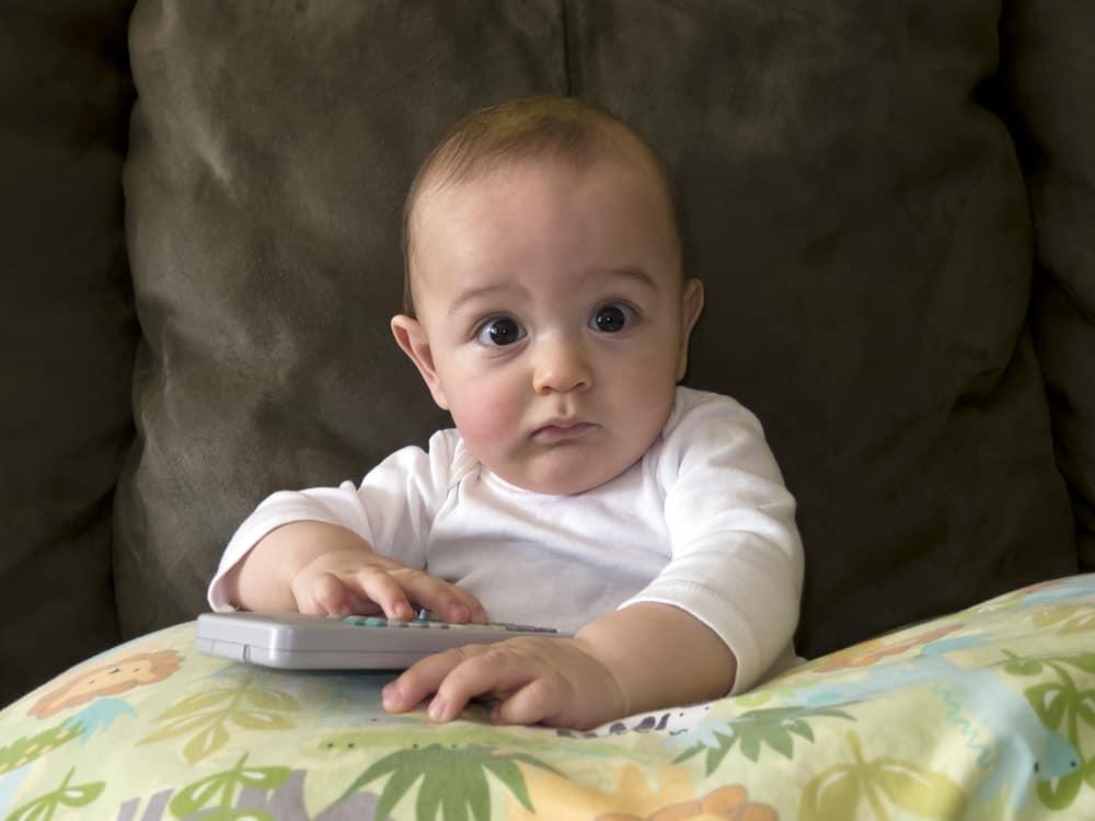 bebeğiniz televizyon bağımlısı mı