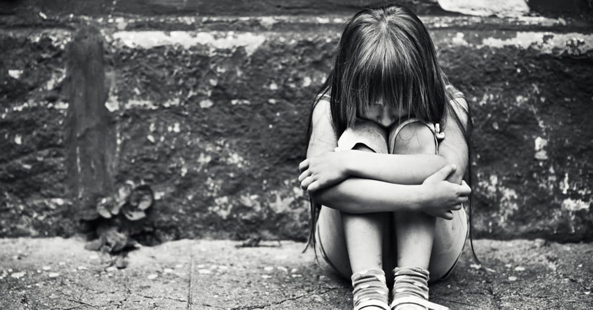 Photo of Kız çocuğu içine atıyor, depresyona daha çok giriyor