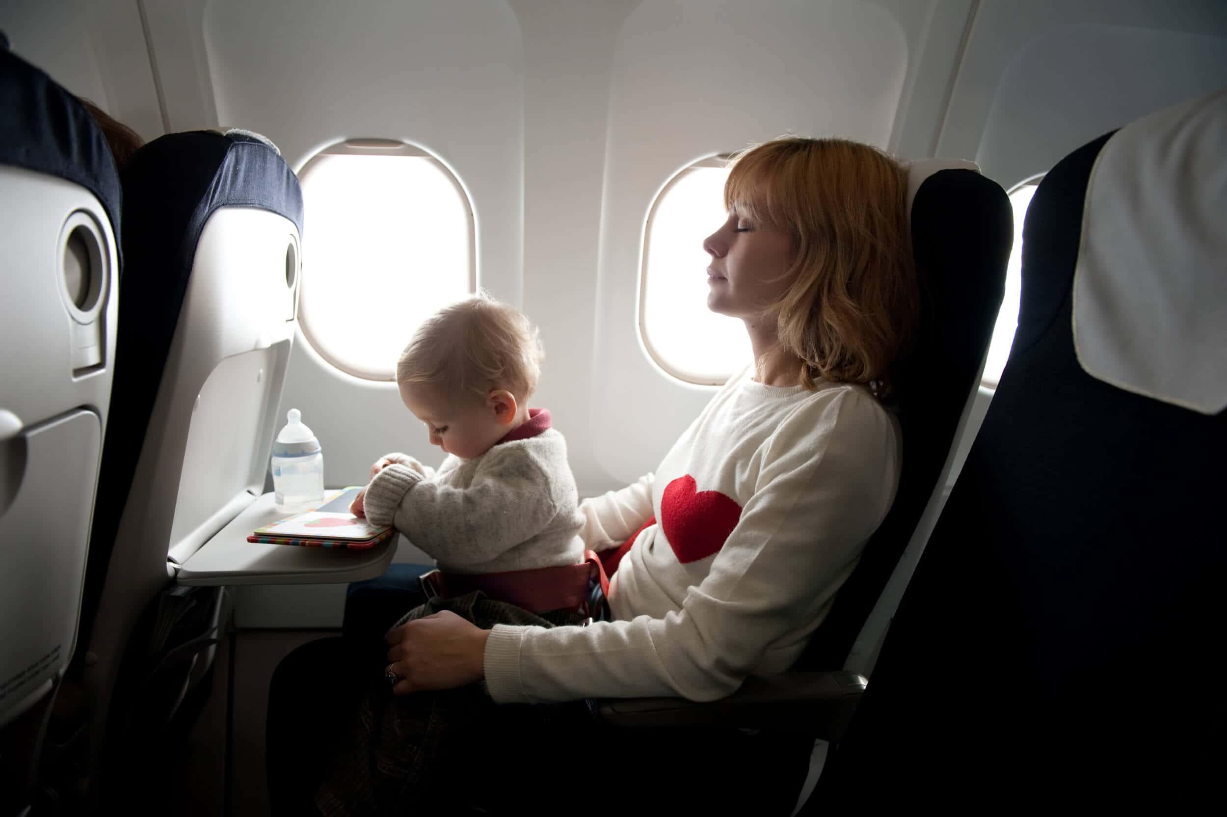 Photo of Çocukla Uçak Yolculuğu Yaparken Nelere Dikkat Etmeliyiz?