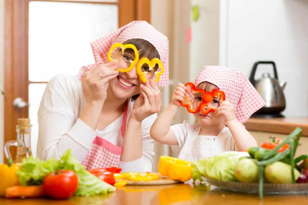 Photo of Çocuğunuza Yemek Yeme Alışkanlığı Kazandırmanın 10 Püf Noktası