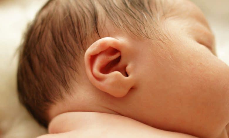 bebeklerde-kulak-kokusu-neden-olur