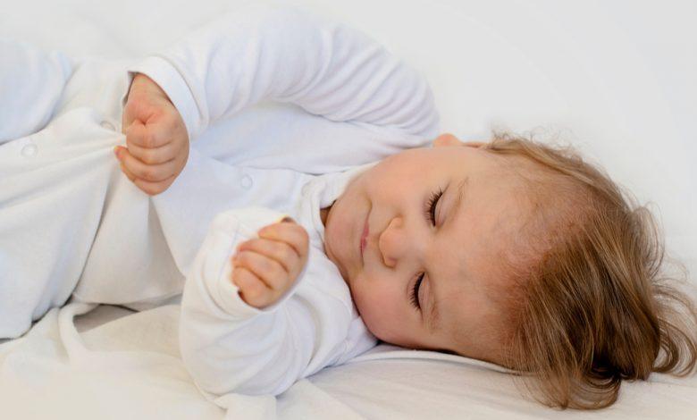 bebeklerde-geriye-dogru-kasilma