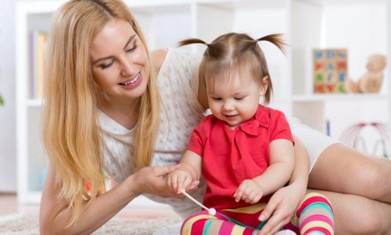 bebek-bakicisi-seciminde-ailelerin-dikkat-etmesi-gerekenler