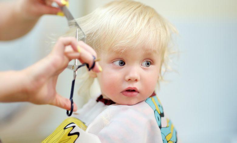 bebeklerin-sac-kesimi-ne-zaman-yapilmalidir