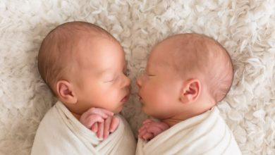 Photo of İkiz Bebeklerde Emzirme Nasıl Olmalıdır?
