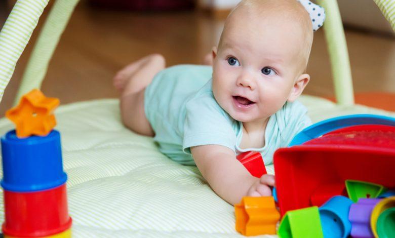 6-9 Aylık Bebek Oyunları ve Oyuncak Önerileri
